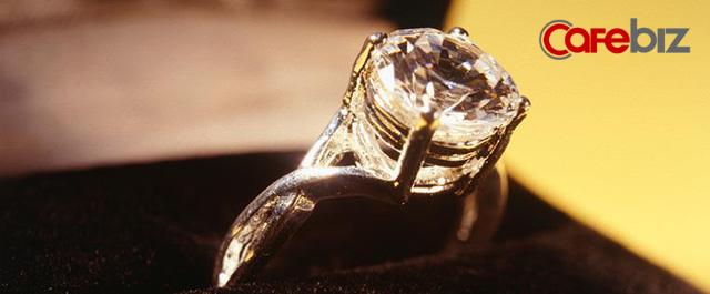 Cú lừa 'không có kim cương đừng nói yêu mãi mãi': Cách hãng đá quý 'dắt mũi' các thượng đế tạo ngành công nghiệp tỷ USD - Ảnh 2.