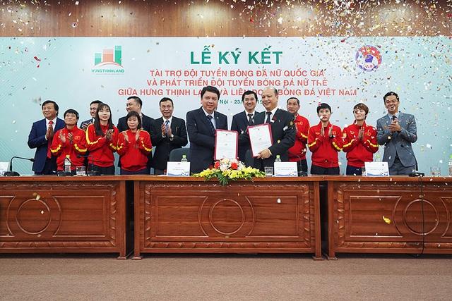 Một doanh nghiệp bất động sản tài trợ 100 tỷ đồng cho đội tuyển bóng đá nữ Việt Nam - Ảnh 1.
