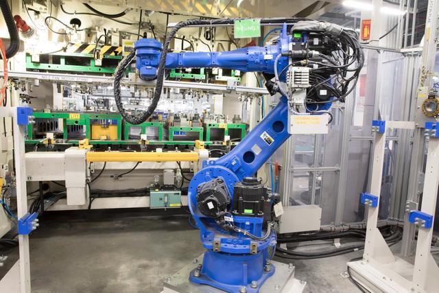 Khám phá nhà máy Daikin trị giá 72 triệu USD thông minh nhất thế giới: 25 giây sản xuất 1 máy lạnh, quản lý bằng công nghệ IoT, chuyên chở linh kiện bằng xe tự hành… - Ảnh 11.