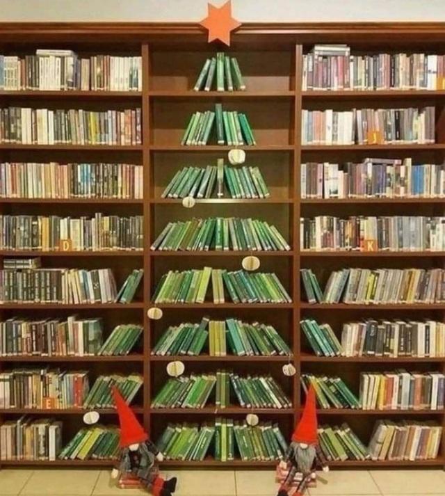 Ngắm 20 cây thông Noel cực chất từ những nhân viên sáng tạo - Ảnh 1.