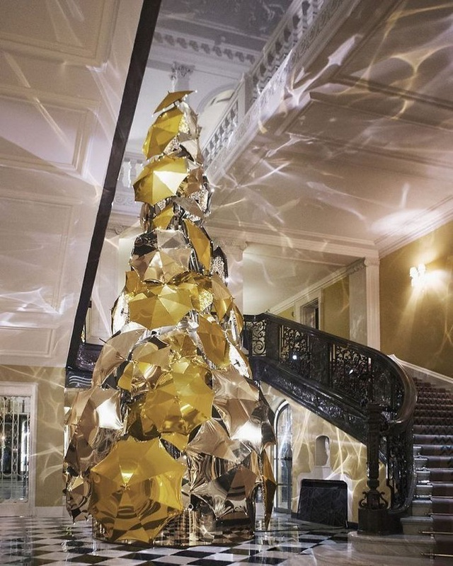 Ngắm 20 cây thông Noel cực chất từ những nhân viên sáng tạo - Ảnh 11.