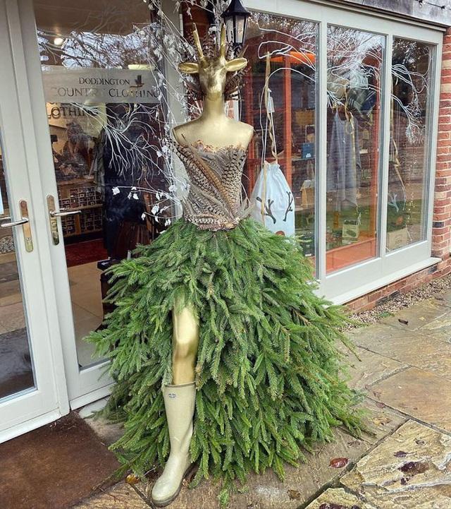 Ngắm 20 cây thông Noel cực chất từ những nhân viên sáng tạo - Ảnh 13.