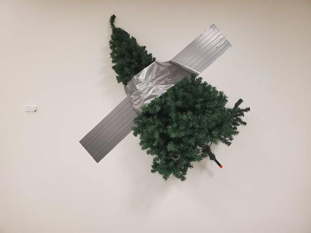 Ngắm 20 cây thông Noel cực chất từ những nhân viên sáng tạo - Ảnh 15.