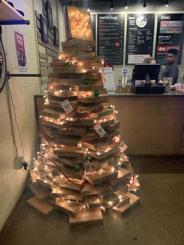 Ngắm 20 cây thông Noel cực chất từ những nhân viên sáng tạo - Ảnh 17.