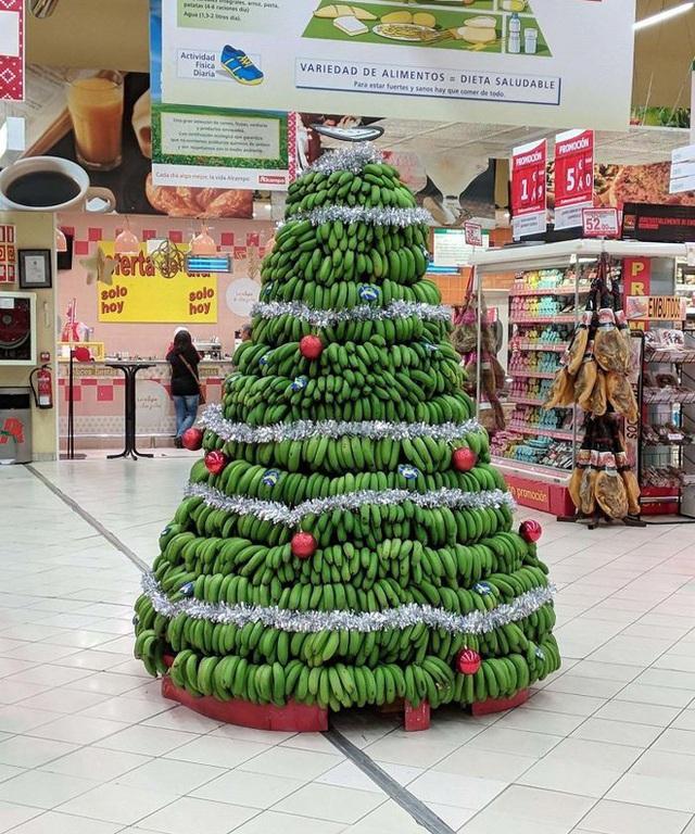 Ngắm 20 cây thông Noel cực chất từ những nhân viên sáng tạo - Ảnh 19.