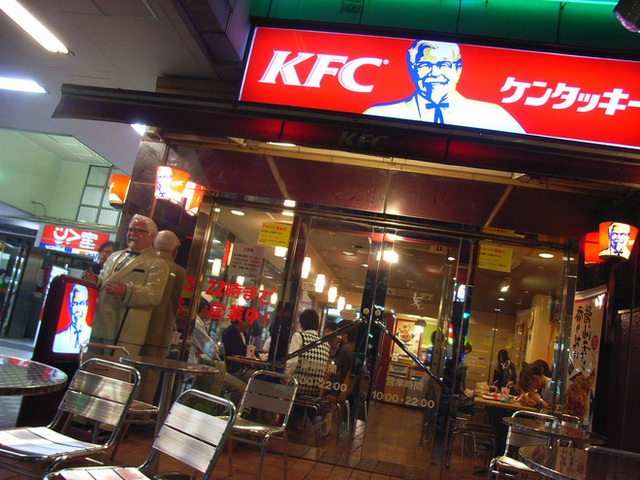 Tại sao người Nhật lại chuộng ăn KFC vào dịp Giáng sinh? Nhờ một sáng kiến đúng thời điểm từ hàng chục năm về trước - Ảnh 3.