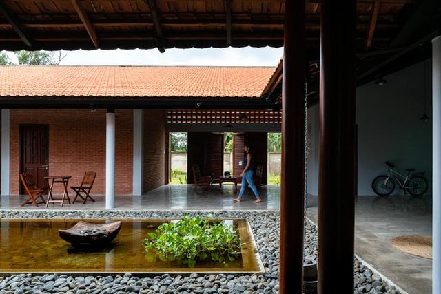 Mãn nhãn với ngôi nhà nội thất toàn bằng gỗ, như ốc đảo giữa nông thôn Việt Nam - Ảnh 3.