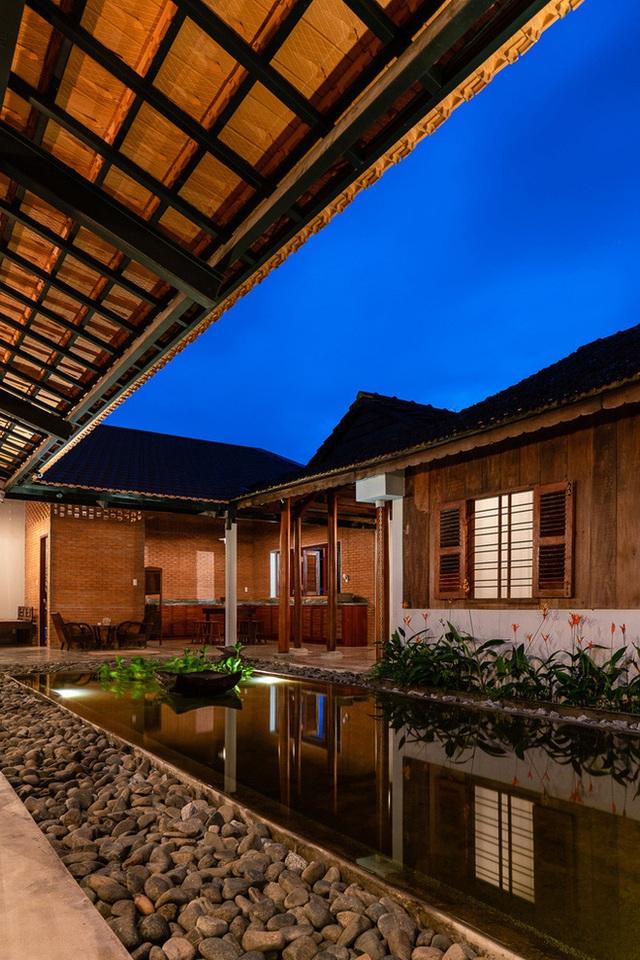 Mãn nhãn với ngôi nhà nội thất toàn bằng gỗ, như ốc đảo giữa nông thôn Việt Nam - Ảnh 8.