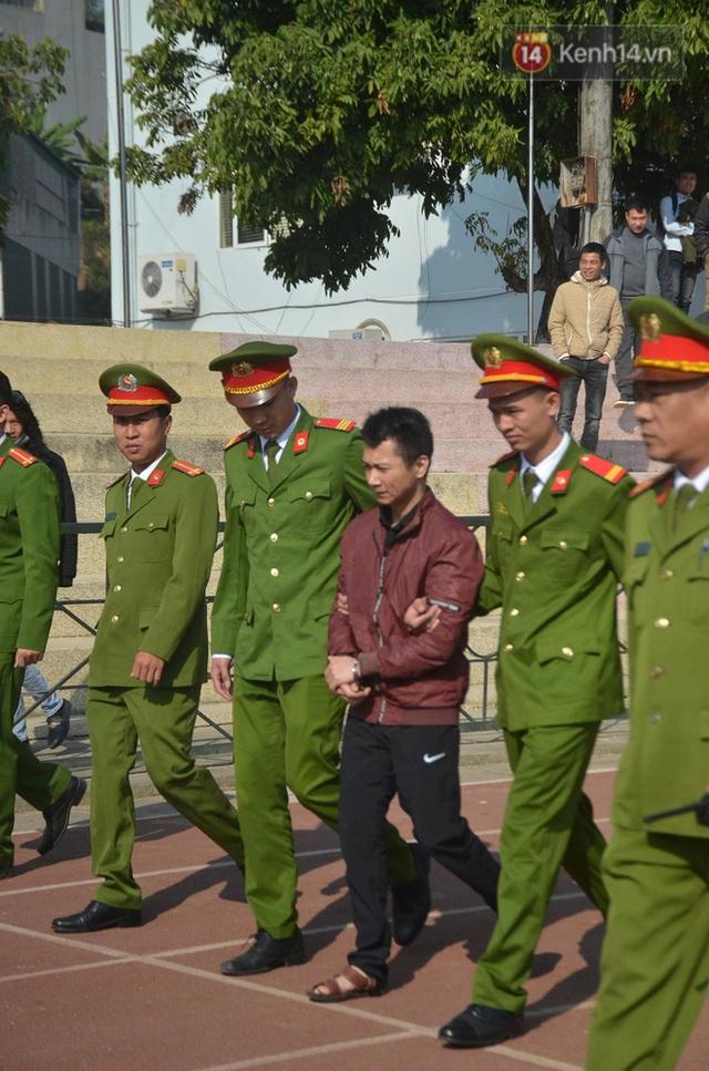 Xét xử thảm án nữ sinh giao gà: Bùi Thị Kim Thu run lẩy bẩy đứng trước vành móng ngựa, liên tục kêu oan - Ảnh 31.