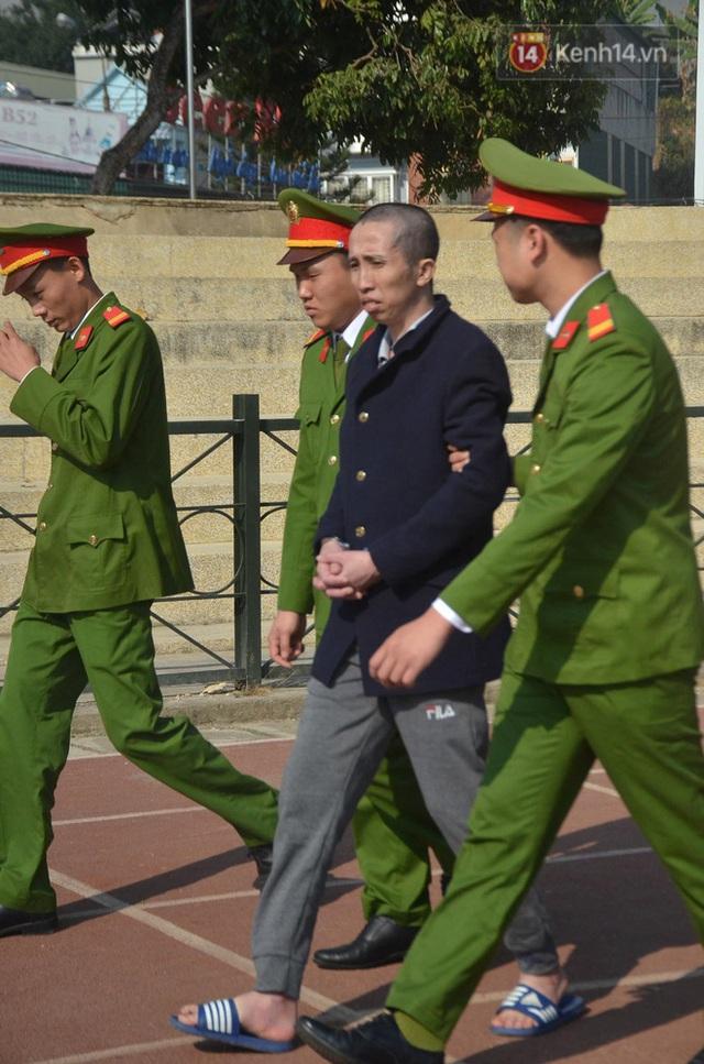 Xét xử thảm án nữ sinh giao gà: Bùi Thị Kim Thu run lẩy bẩy đứng trước vành móng ngựa, liên tục kêu oan - Ảnh 32.