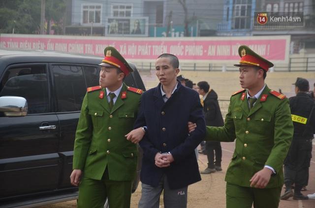 Xét xử thảm án nữ sinh giao gà: Bùi Thị Kim Thu run lẩy bẩy đứng trước vành móng ngựa, liên tục kêu oan - Ảnh 9.