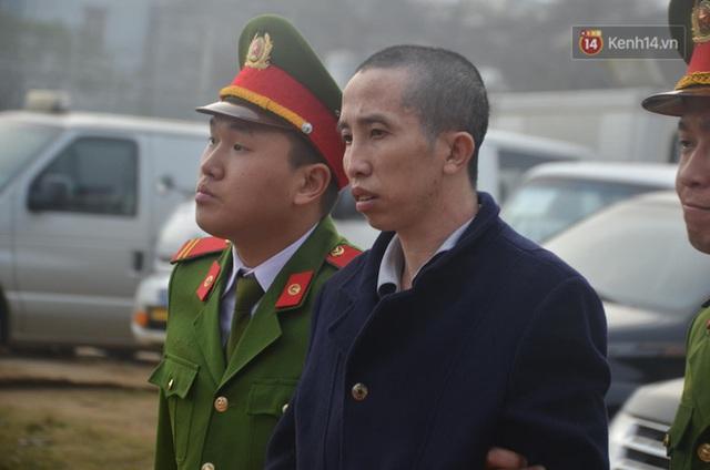 Xét xử thảm án nữ sinh giao gà: Bùi Thị Kim Thu run lẩy bẩy đứng trước vành móng ngựa, liên tục kêu oan - Ảnh 10.