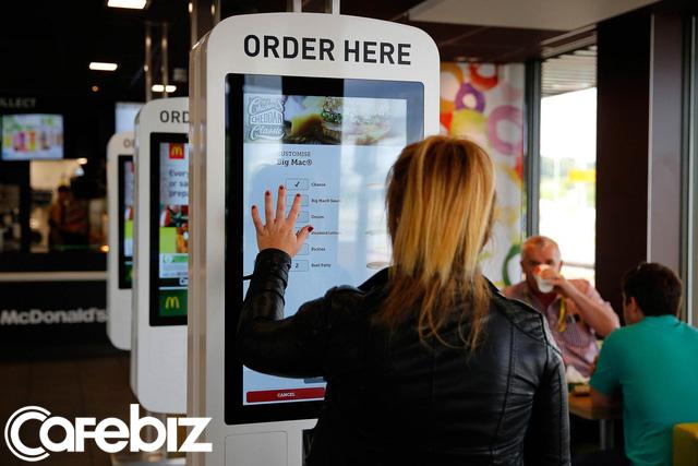 Mỗi lần vào McDonald's, khách hàng sẽ được ăn 5 'cú lừa' miễn phí: Sập bẫy từ menu đến quảng cáo giăng sẵn, bị 'dắt mũi' nhưng vẫn vui vẻ móc túi trả tiền! - Ảnh 5.