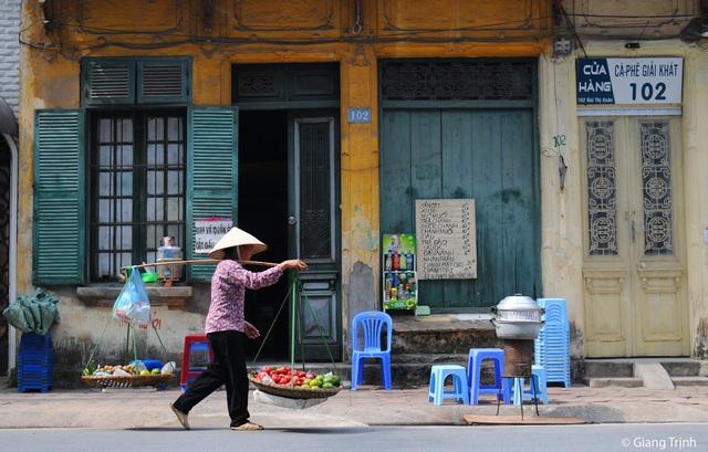 Chùm ảnh: Sự đổi thay ngỡ ngàng của những con phố cổ xưa trong lòng Hà Nội suốt 1 thập kỷ, nhìn lại ai cũng thấy mênh mang - Ảnh 2.