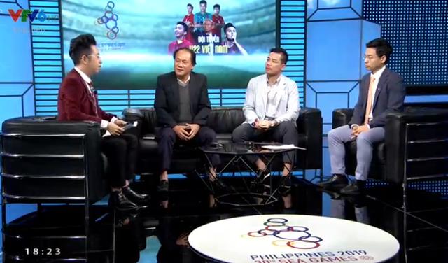 BTV Quốc Khánh cũng ngồi dự bị như Bùi Tiến Dũng trong chương trình bình luận trước trận U22 Việt Nam vs U22 Singapore - Ảnh 2.