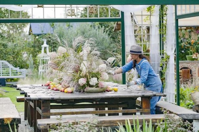 Cặp vợ chồng trẻ dành 5 năm để biến khu đất hoang rộng 6000m² thành khu vườn thiên đường của cỏ cây, hoa lá - Ảnh 21.