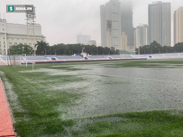 Sân bóng SEA Games ngập sũng nước trước giờ G, tiềm ẩn nguy cơ lớn cho U22 Việt Nam - Ảnh 5.