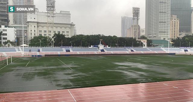 Sân bóng SEA Games ngập sũng nước trước giờ G, tiềm ẩn nguy cơ lớn cho U22 Việt Nam - Ảnh 6.
