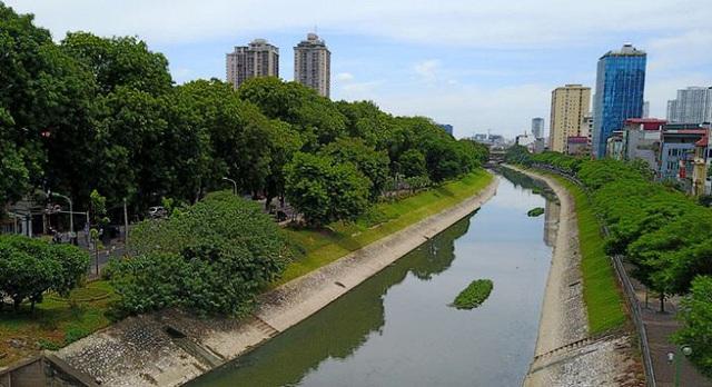 Lấy nước sông Hồng xử lý ô nhiễm Tô Lịch: Hàng trăm tỷ đồng sẽ mất trắng sau mấy ngày - Ảnh 1.
