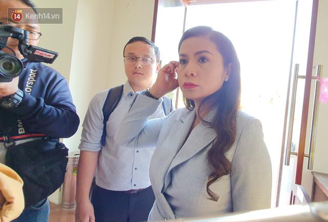 Bà Thảo tiếp tục nói HĐXX đang xử ép, ông Vũ chia sẻ: Cô ấy nói như chồng mình đi ở đợ, đúng luật thì cha mẹ của qua phải được 50% cổ phần - Ảnh 11.