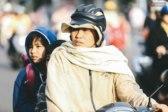 Ảnh: Không khí giảm còn 20 độ C vào sáng sớm, người Sài Gòn co ro trong cái lạnh những ngày chớm đông - Ảnh 14.