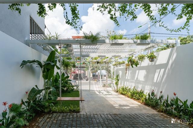 Ngôi nhà nhỏ trong lành và duyên dáng với cây xanh thân thiện của cặp vợ chồng mới cưới ở TP. Đà Nẵng - Ảnh 2.