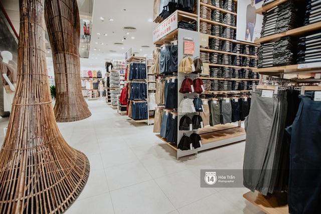 Đột nhập cả 3 tầng store UNIQLO Đồng Khởi trước ngày khai trương: Đồ cực kỳ phong phú, bạt ngàn món giá chỉ vài ba trăm nghìn - Ảnh 5.