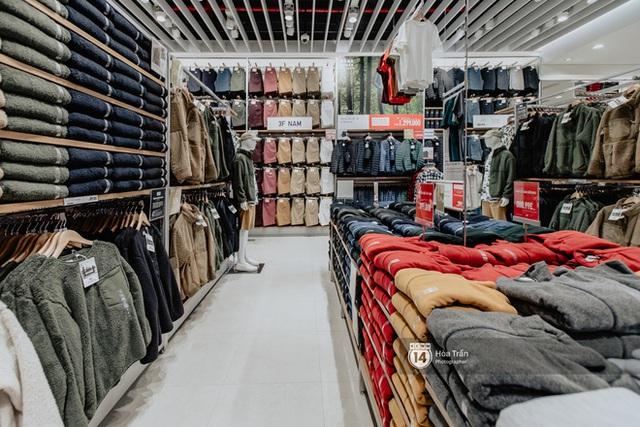 Đột nhập cả 3 tầng store UNIQLO Đồng Khởi trước ngày khai trương: Đồ cực kỳ phong phú, bạt ngàn món giá chỉ vài ba trăm nghìn - Ảnh 6.