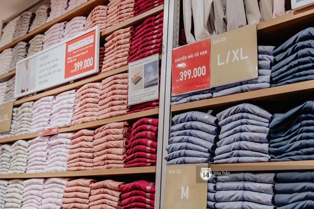 Đột nhập cả 3 tầng store UNIQLO Đồng Khởi trước ngày khai trương: Đồ cực kỳ phong phú, bạt ngàn món giá chỉ vài ba trăm nghìn - Ảnh 7.
