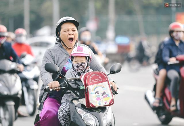 Ảnh: Không khí giảm còn 20 độ C vào sáng sớm, người Sài Gòn co ro trong cái lạnh những ngày chớm đông - Ảnh 10.