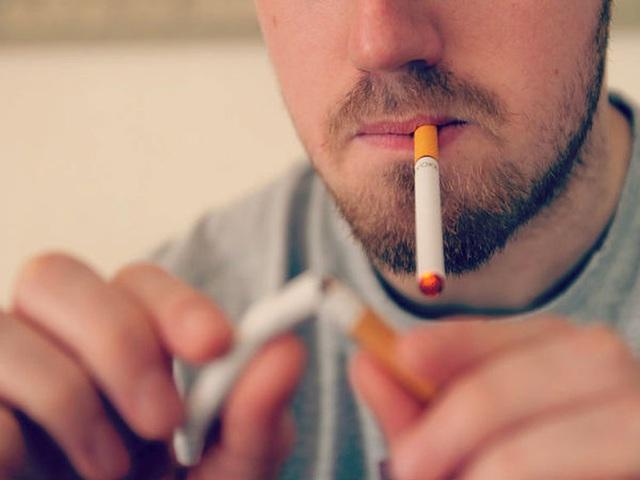 Trời rét, người hay hút thuốc lá cẩn thận nhầm lẫn cảm lạnh và đột quỵ - Ảnh 2.