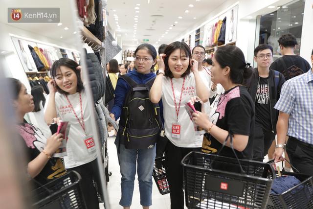 UNIQLO Đồng Khởi chính thức mở cửa, khách trung niên mua ác nhất - Ảnh 11.