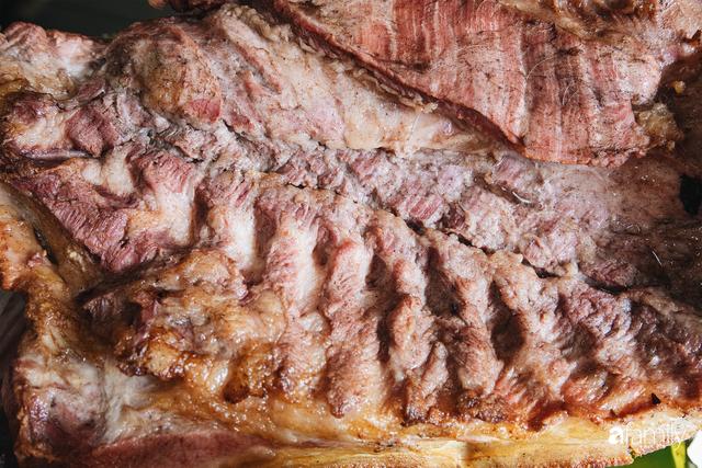 Bí mật thành công của hàng thịt quay lâu đời nhất Hà Nội, hơn 50 năm vẫn khiến khách xếp hàng dài như trẩy hội mỗi chiều - Ảnh 13.