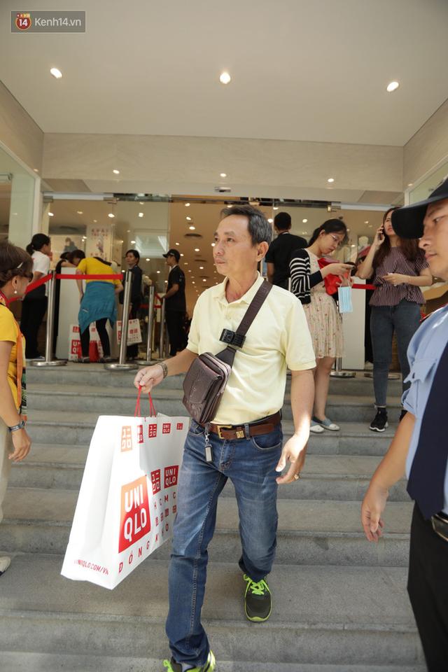 UNIQLO Đồng Khởi chính thức mở cửa, khách trung niên mua ác nhất - Ảnh 16.