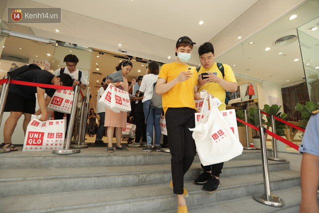 UNIQLO Đồng Khởi chính thức mở cửa, khách trung niên mua ác nhất - Ảnh 22.