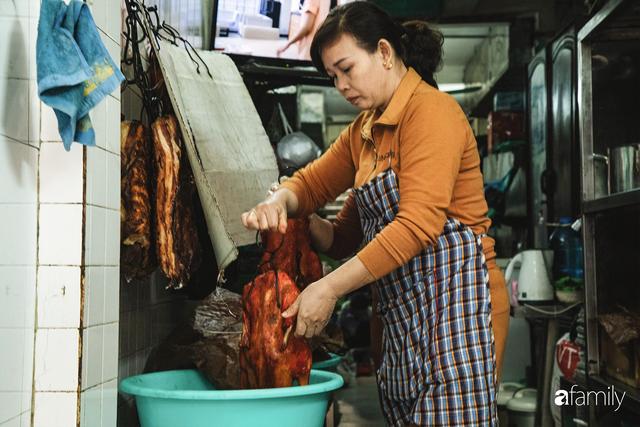 Bí mật thành công của hàng thịt quay lâu đời nhất Hà Nội, hơn 50 năm vẫn khiến khách xếp hàng dài như trẩy hội mỗi chiều - Ảnh 25.
