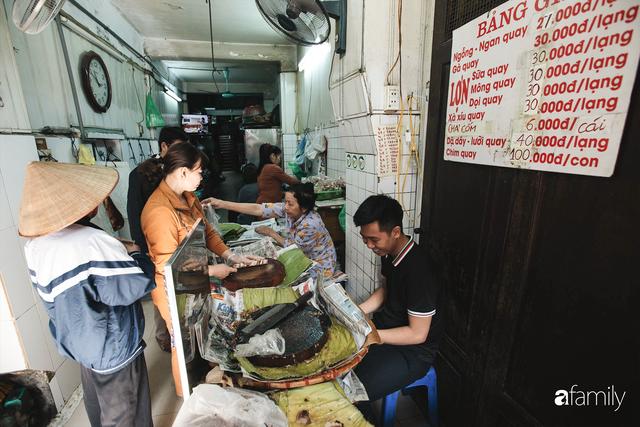 Bí mật thành công của hàng thịt quay lâu đời nhất Hà Nội, hơn 50 năm vẫn khiến khách xếp hàng dài như trẩy hội mỗi chiều - Ảnh 29.
