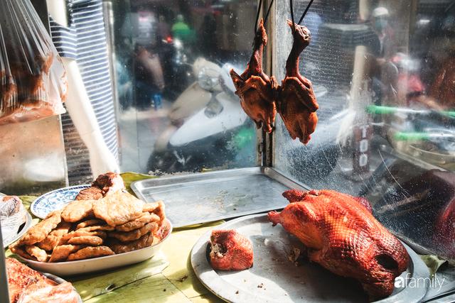 Bí mật thành công của hàng thịt quay lâu đời nhất Hà Nội, hơn 50 năm vẫn khiến khách xếp hàng dài như trẩy hội mỗi chiều - Ảnh 4.