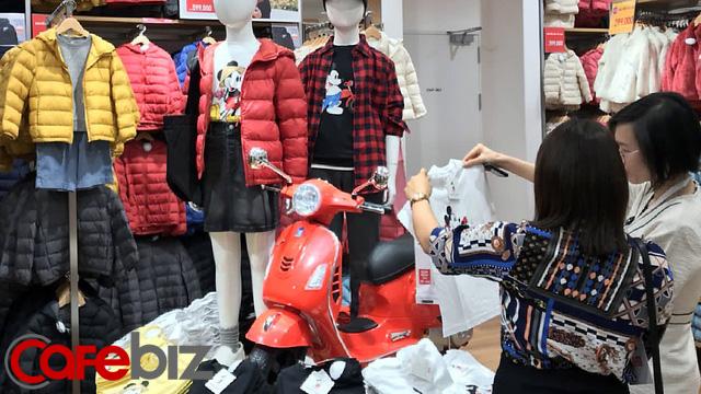 Chủ tịch Uniqlo gọi Việt Nam là 'miền đất hứa', tiết lộ sẽ sớm mở cửa hàng thứ hai tại Hà Nội và 'nhiều hơn 100' địa điểm trên khắp cả nước - Ảnh 1.