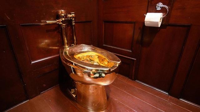 Quả chuối bình thường 'một bước lên hương' khi rơi vào tay nghệ sĩ nổi tiếng, dán lên tường thôi cũng có giá 2,78 tỷ - Ảnh 5.