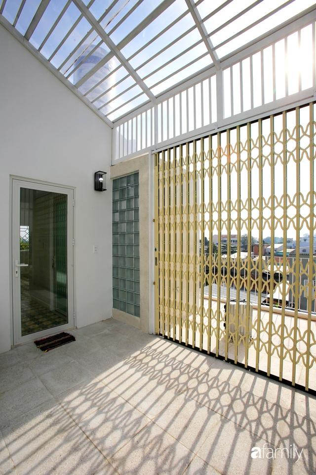 Ngôi nhà ở ngoại ô Sài Gòn thoáng mát với mặt tiền ấn tượng của gia đình 4 người - Ảnh 11.
