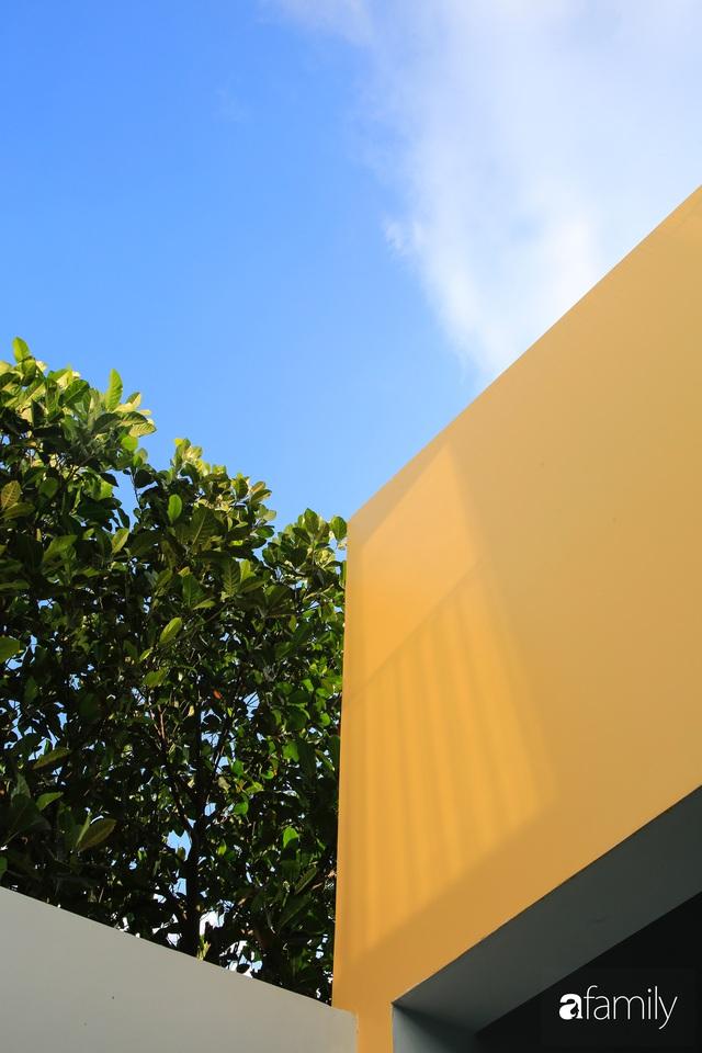 Ngôi nhà ở ngoại ô Sài Gòn thoáng mát với mặt tiền ấn tượng của gia đình 4 người - Ảnh 5.