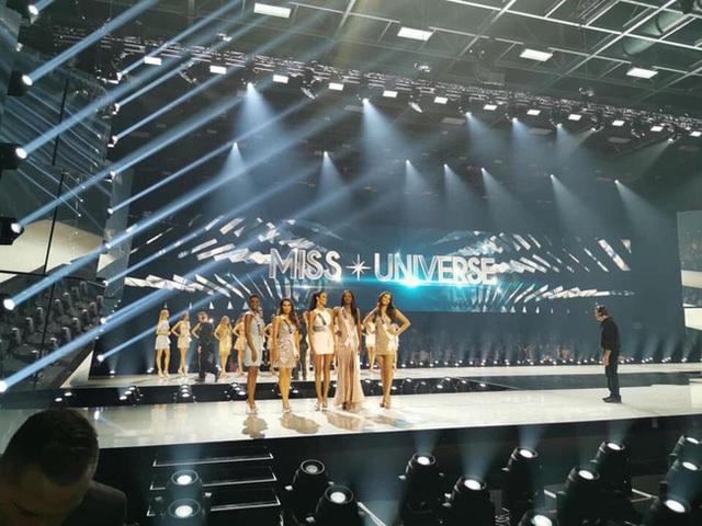 Chung kết Miss Universe 2019: Đại diện đến từ Nam Phi chính thức trở thành tân Hoa hậu Hoàn vũ - Ảnh 1.