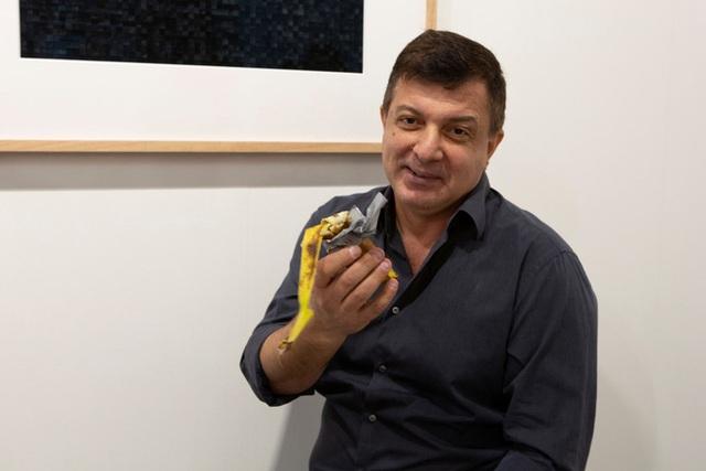 Quả chuối dán tường giá gần 3 tỷ đồng trưng bày tại triển lãm vừa bị một người đàn ông xơi ngon lành vì...quá đói - Ảnh 3.