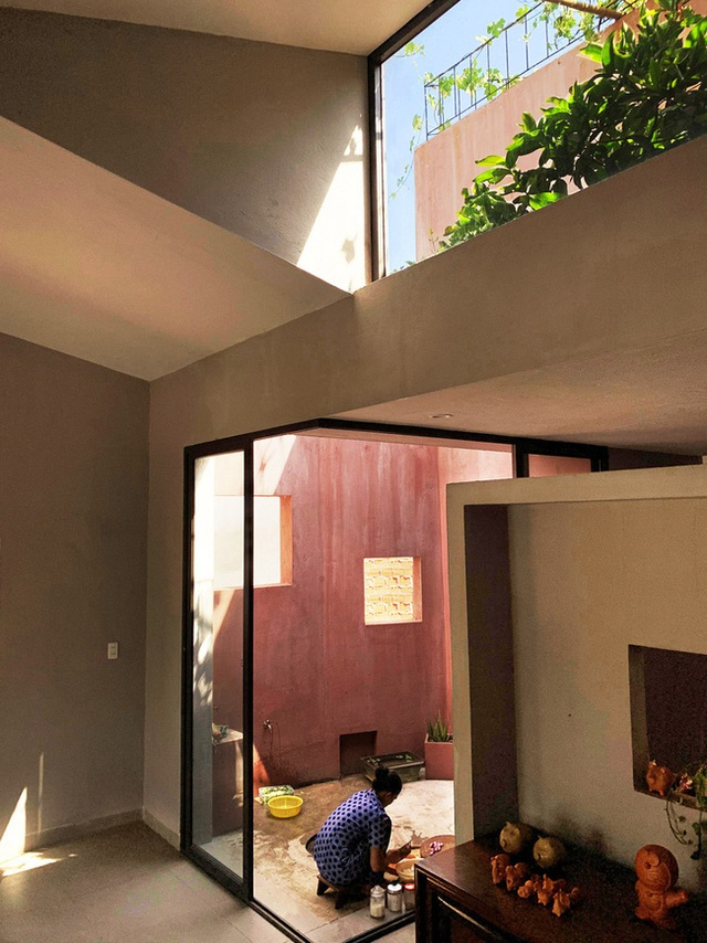 Vườn rau 7 bậc thang xanh tươi trên mái nhà của vợ chồng trung niên được các con xây tặng ở Quảng Ngãi - Ảnh 16.