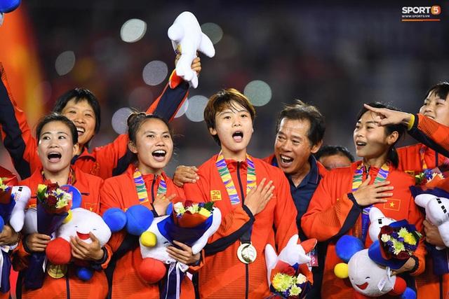 Tuyển nữ Việt Nam được thưởng hơn 10 tỷ đồng cùng nhiều hiện vật sau khi giành huy chương vàng SEA Games 30 - Ảnh 6.