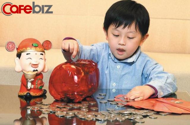 Nhiều cha mẹ hay tịch thu tiền mừng tuổi của con: Thay vì làm trẻ thất vọng, hãy dạy con cách tiết kiệm và khiến đồng tiền sinh lãi - Ảnh 2.