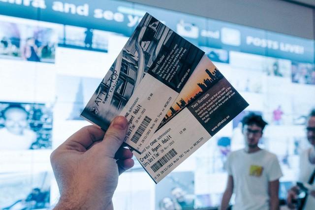 Bỏ 40 USD lên toà nhà cao nhất địa cầu ở Dubai, du khách ước mình không mua vé - Ảnh 1.