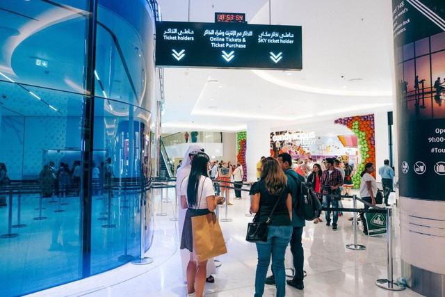 Bỏ 40 USD lên toà nhà cao nhất địa cầu ở Dubai, du khách ước mình không mua vé - Ảnh 2.
