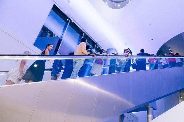 Bỏ 40 USD lên toà nhà cao nhất địa cầu ở Dubai, du khách ước mình không mua vé - Ảnh 14.